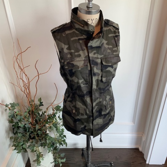 Love Tree Jackets & Blazers - Love Tree Women's Camo Vest